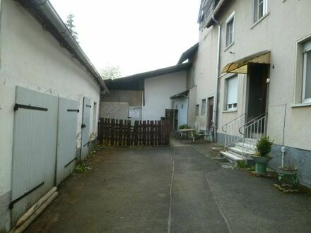Einfamilienhaus mit Inventar, Nebengebäuden u. großem Grundstück
