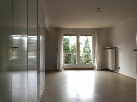 Schöne, helle 1 Zimmer, Küche, tageslicht Badewannen Bad Wohnung im 1.OH