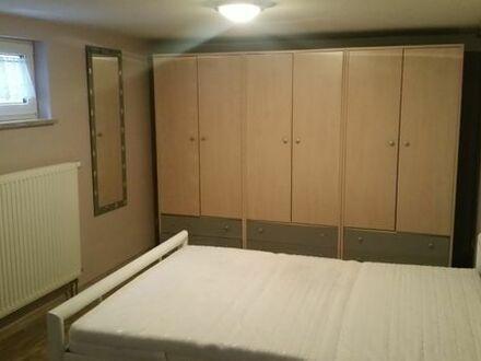 Zimmer ca 35 qm, teilmöbliert