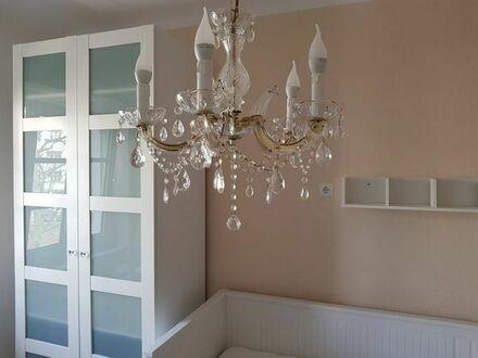 Schönes Zimmer in Charlottenburg an Frau zu vermieten