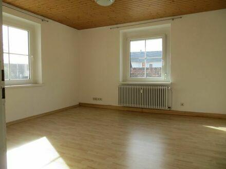 Sonnige 3-Zimmer-Wohnung mit großem Badezimmer und Einbauküche