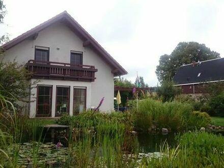 **Einzelzimmer in einem Einfamilienhaus - möbliert und anmutig - 3km. von Freiberg TU** WARMMIETE