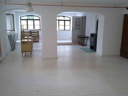 Attraktive Gewerberäume für Laden, Büro oder Praxis in historisch, denkmalgeschütztem Gebäude