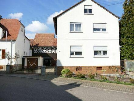 Einfamilienhaus mit großem Grundstück 770 qm plus 1400 qm.