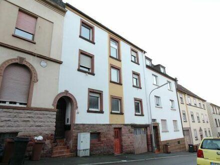 Sanierungsbedürftiges Drei Familien-Haus im Winzerviertel zu verkaufen