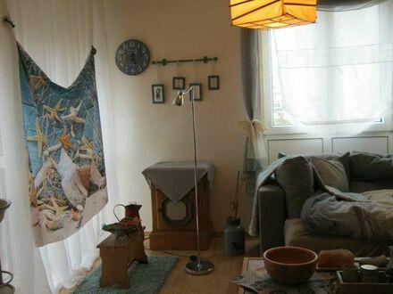 möbl. WG-Zimmer 26 qm, m. Küchen- und Badmitbenutzung a. ältere Dame zvm.