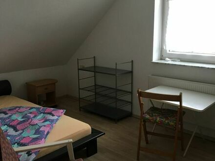 Zimmer möbliert mit separatem Eingang günstig zu vermieten