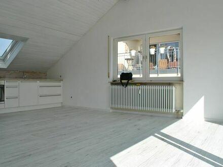 Helle 2-Zi DG Wohnung mit Dachloggia