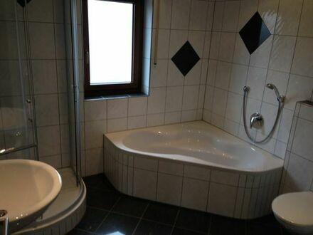 Biete neu renovierte Wohnung in ruhiger Lage mit super Anbindung.