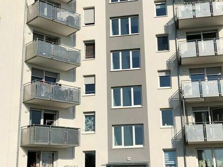 Schöne, helle 3-ZKB Dachgeschoss mit Aufzug!