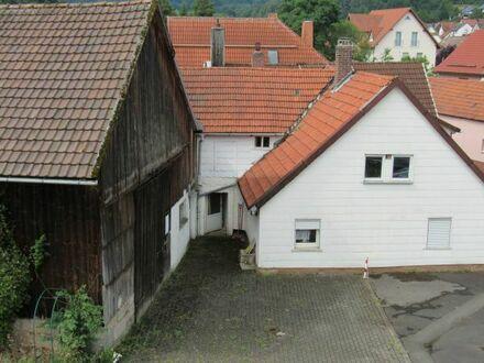 Haus mit Scheune und großem Grundstück