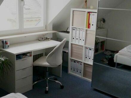 Zentral gelegenes, möbliertes Zimmer in 2er-WG zur Zwischenmiete