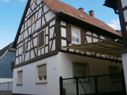 Fachwerkhaus mit zwei sep. Eingängen, Dachterrasse, Hobbywerkstatt, Garten, Parken im Hof