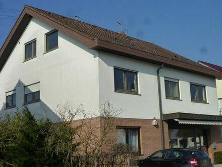 3-Zi.-Wohnung mit großem Balkon und Garten sowie Garage