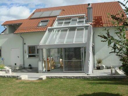 Kirchheim - Jesingen: Wunderschönes, luxuriös ausgestattetes freistehendes Einfamilienhaus mit Sauna