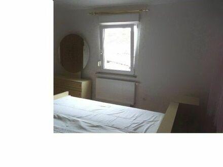 Großes sonniges Zimmer zu vermieten
