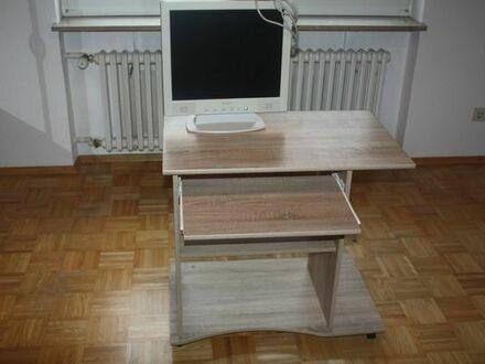 Schreibtisch incl. Belinea 17 Zoll Monitor Preis: 50 EUR