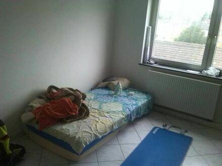 1 Zimmer in 3 Zimmer Wohnung