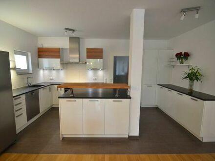 *Provisionsfrei* Wohnung in Böblingen-Zentrum, 5 Zimmer mit Terrasse/Garten