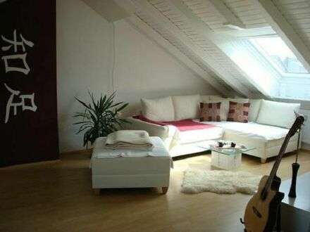 Traumhaft, schöne, helle Dachgeschosswohnung