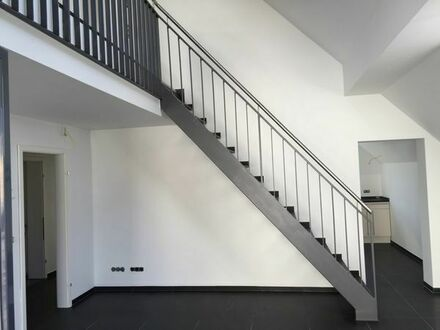 teilmöblierte Neubau-Maisonette Wohnung in gehobener Ausstattung mit Balkon und großer Garage