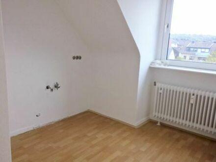 Freundliche, vollständig renovierte 3-Zimmer-Dachgeschosswohnung in Aachen