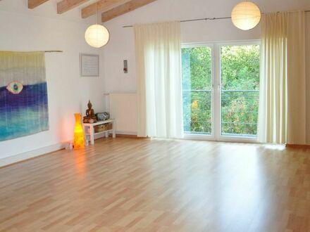 Schöner Gruppen- und Praxisraum für Tanz-/Körperarbeit, Yoga, Coaching, Psychotherapie oder Konzerte
