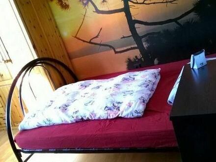 Möbliertes Zimmer in einer 5-er WG
