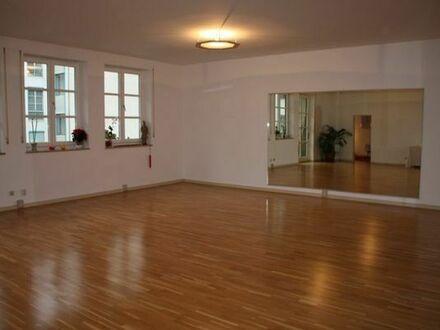 Freundlicher und heller Gruppenraum in München Innenstadt bester Lage zu vermieten.