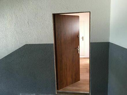 Neu sanierte Wohnung: 3 Zimmer, Küche, Bad