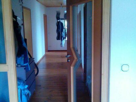 Schöne, helle, geräumige drei Zimmer/vier Zimmer oder fünf Zimmer-Wohnung