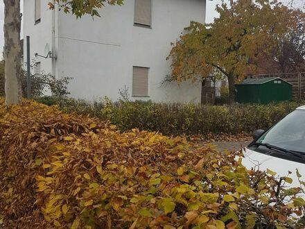 Grundstück in Uttenreuth mit sanierungsbedürftigen Haus, TOP Lage!