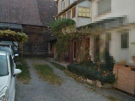 Älteres Haus mit Scheune, Garten und Hof zu verkaufen