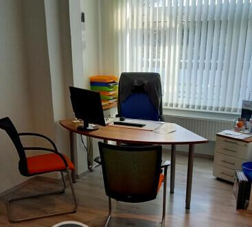 Komplett ausgestattetes Büro in einer Bürogemeinschaft - All-in-Miete