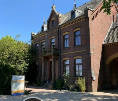 Büro/Praxisräume in denkmalgeschützter Vierkanthofanlage in Krefeld - All-in-Miete