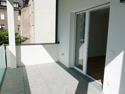 ERSTBEZUG - generalsanierte 2 ZI-Altbauwohnung mit Balkon - Provisionsfrei!