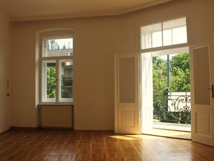 Lichtdurchfuttete Altbau Familien / WG Wohnung mit Balkon