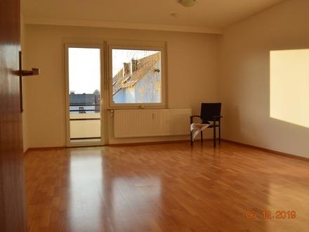 TOP-sanierte 3 Zimmer-Wohnung provisionsfrei 2. OG mit Lift, Loggia und Garage