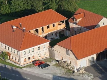 Vierkanthof / Bauernhof / Haus mit Innenhof- und Gartennutzung