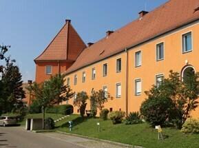Ideale Starter-Wohnung: Preiswerte, schöne 42 m² Raumwhg. im Erdgeschoss - voll möbliert - ruhig und sonnig am grünen Ortsrand