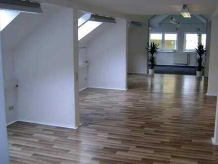 TOP RENOVIERT - PREISREDUZIERT -- SOFORT BEZIEHBAR --- Helle, freundliche und renovierte Büroräume nahe dem Zentrum von Vöcklabruck