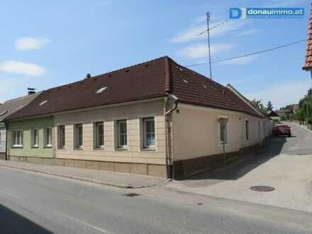 3812 Gr. Siegharts: Günstiges Wohnhaus mit Innenhof (Preisreduziert!)