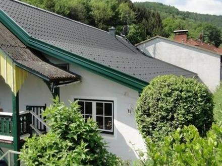 Erstbezug nach Sanierung mit Balkon u. Garten | provisionsfrei!