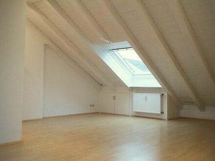 """""""IDEAL FÜR SINGELES"""" Dachgeschosswohnung in ruhiger Lage,"""