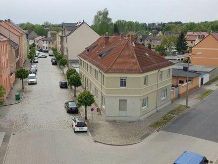 Gemütliche DG-Wohnung mit Parkblick ins Grüüne )