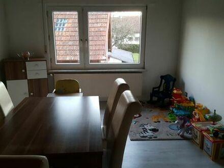 Helle, freundliche und renovierte 4 Zimmer Altbauwohnung in Zweifamilienhaus