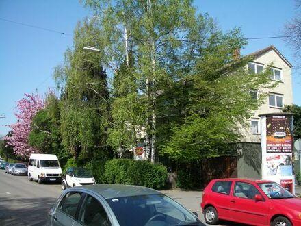 Fellbach = Osten v Stuttgart = Westen v Waiblingen: Schnucklige 1-Zimmer-DG-Wohnung mit Sitzküchele!