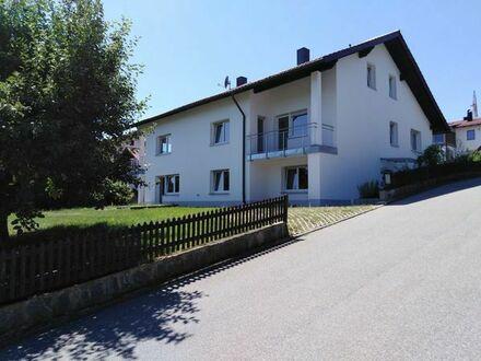 RUHE - NATUR - AUSSICHT - IDYLLE PUR: Großzügiges 3-Familienhaus