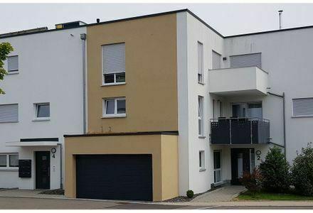 Neubau: Exklusive 2 Zimmer-Wohnung mit EBK, Balkon und Garage