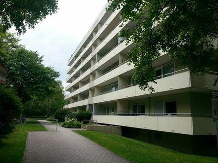 Schöne helle 3 1/2 Zimmerwohnung 98qm mit Eckbalkon und Kellerabteil in Puchheim Bahnhof